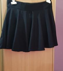 crna suknja s usivenim  hlacicama