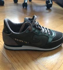 Shoetique, 38
