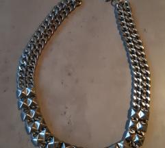 Zara srebrna ogrlica sa zakovicama
