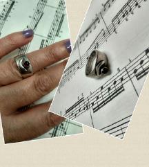 Masivan vintage prsten srebro i granat