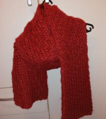 Zara crveni šal