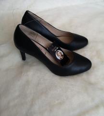 Crne cipele na petu / salonke s etiketom