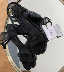 Bershka crne sandale 40