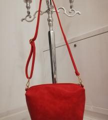 Nova crvena torba