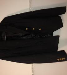 Crni sako sa zlatnim gumbima