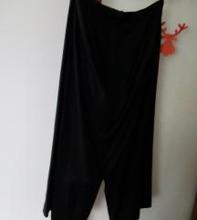 Crna suknja s prorezima
