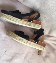 % Sandale %