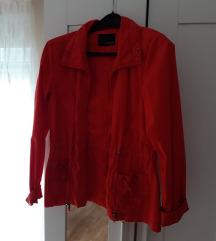 Crvena lagana jakna