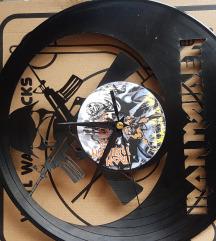 Zidni sat od starih gramofonskih ploča