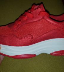 Crvene tenisice s platformom