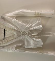 Bijela košulja na vezanje