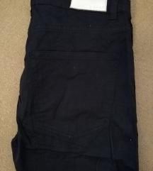 Pull&bear hlače sa etiketom 38