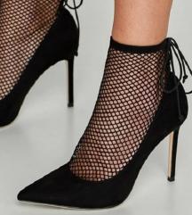Nove Zarine crne cipele na petu s mrežicom