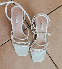 Stradivarius bijele sandale