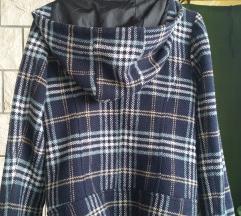 jakna karirana lijepa i topla, kratki kaput