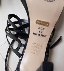 Dvoje sandale,  br.40