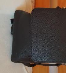 Stradivarius crni ruksak