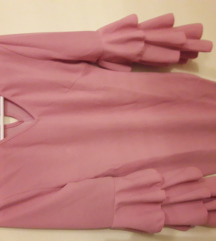Puder roza haljina s volanima na rukavima
