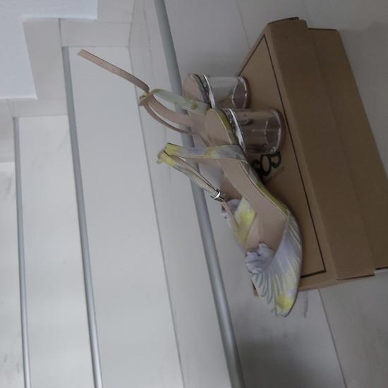 Zatvorene sandale