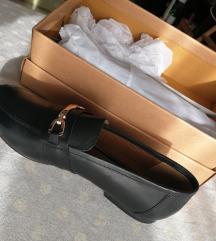 Crne kozne cipele