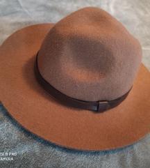 H&M smeđi šešir