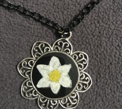 Ogrlica medaljon cvijet, ručni rad