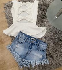 Kratke hlačice i majica s mašnama ❣️