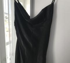 Crna slip haljina sa prorezom