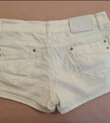 Bijele kratke hlače