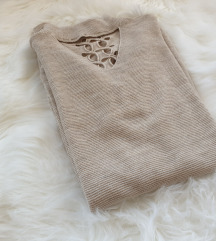 Novi nikad noseni pulover