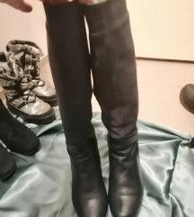 nove sive kožne čizme