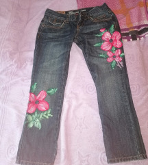Cvjetna jeans hlače