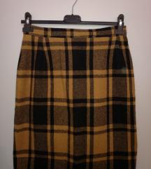 Karirana suknja do koljena