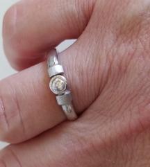 Srebrni prsten sa cirkonom