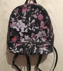 Samo 99 kn! House ruksak s cvjetnim uzorkom
