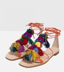 Zara sandale s pomponima