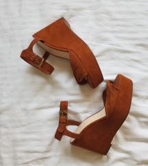 Bershka sandale na punu petu