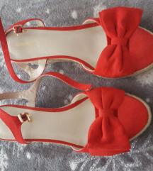 Crvene sandale s masnom