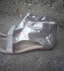 Preslatke srebrne sandalice