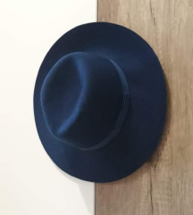Stradivarius plavi šešir