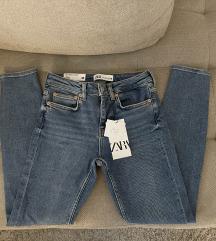 Nove Zara traperice visokog struka s etiketom