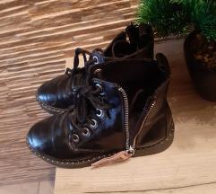 Zara crne čizme 34