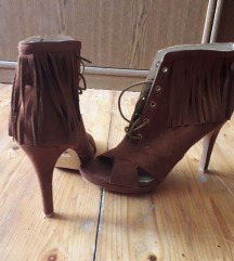 Nove smeđe sandale s resama