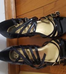 Nove lakirane sandale 37