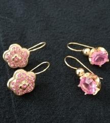 Dva para ružičastih naušnica
