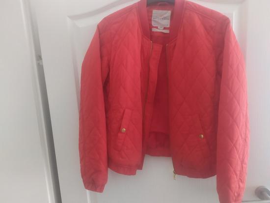 Crvena proljetna jakna