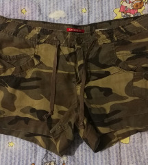 kratke hlače 40