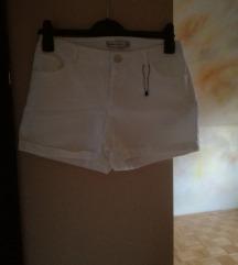 Bijele kratke hlače%25kn