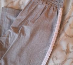 Stradivariusa sive hlače s bijelom crtom
