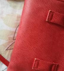 Crvena očuvana torbica
